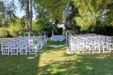 Matrimonio civile celebrato nel giardino di Borgo dei Conti della Torre