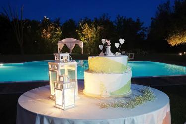 il taglio della torta a boro piscina